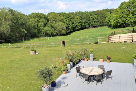 110m² location on idyllic farm with own entrance