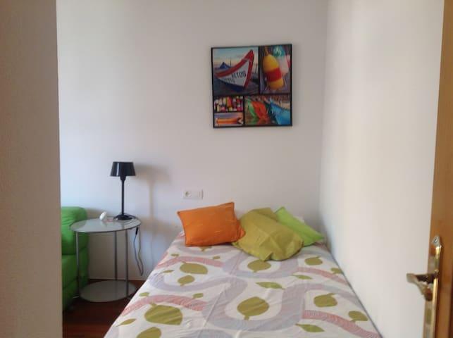 Agradable habitación en piso compartido