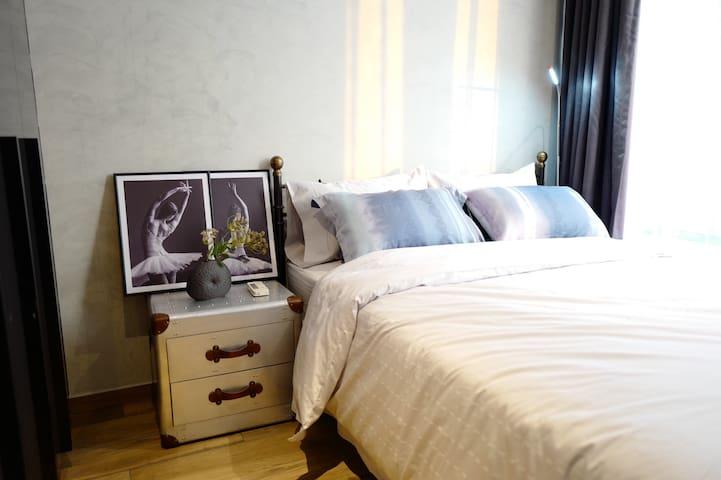 房屋坐落在素坤逸龙头位置,豪华个性装修,200m可到MRT碧武里站