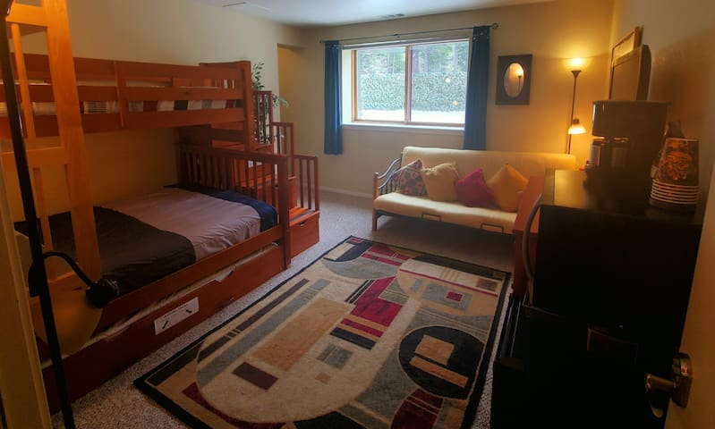 Full bed, Twin bunk, Twin pullout, and Futon. Top-quality mattresses with all linens provided.
