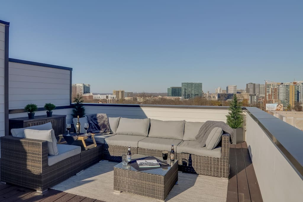 Take in uninterrupted views of the skyline from one of the nicest vacation rentals in the city
