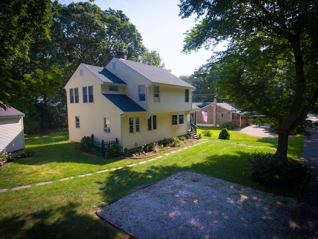 "The ""Vibe"" Beach House- August 24-31 Still Open!"