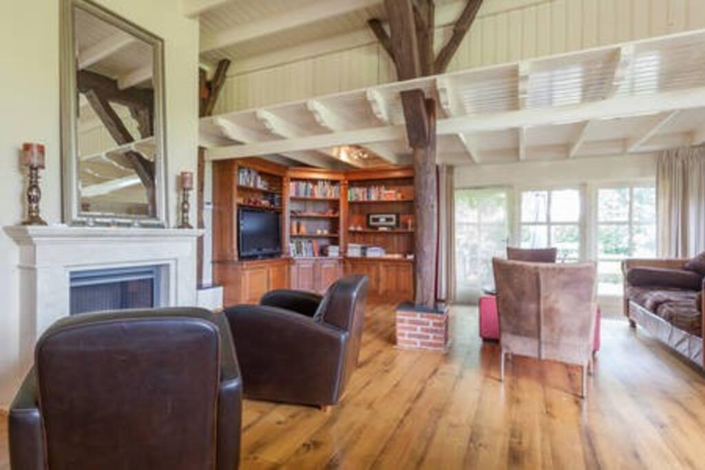De gezellige woonkamer, daar waar het leven zich meestal af speelt.