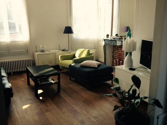 Charme ancien, idéalement situé - Lille - Apartment