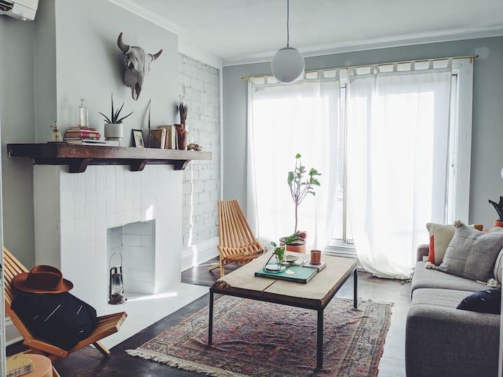 Cozy Beautifully-designed 2 Bedroom Loft Apartment