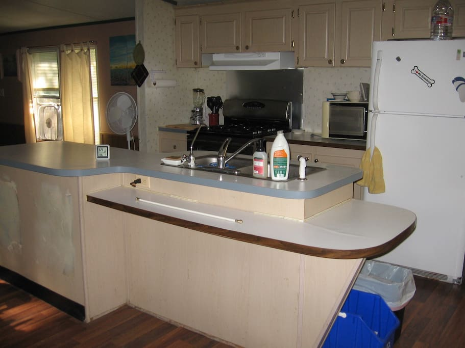 Full kitchen, island sink