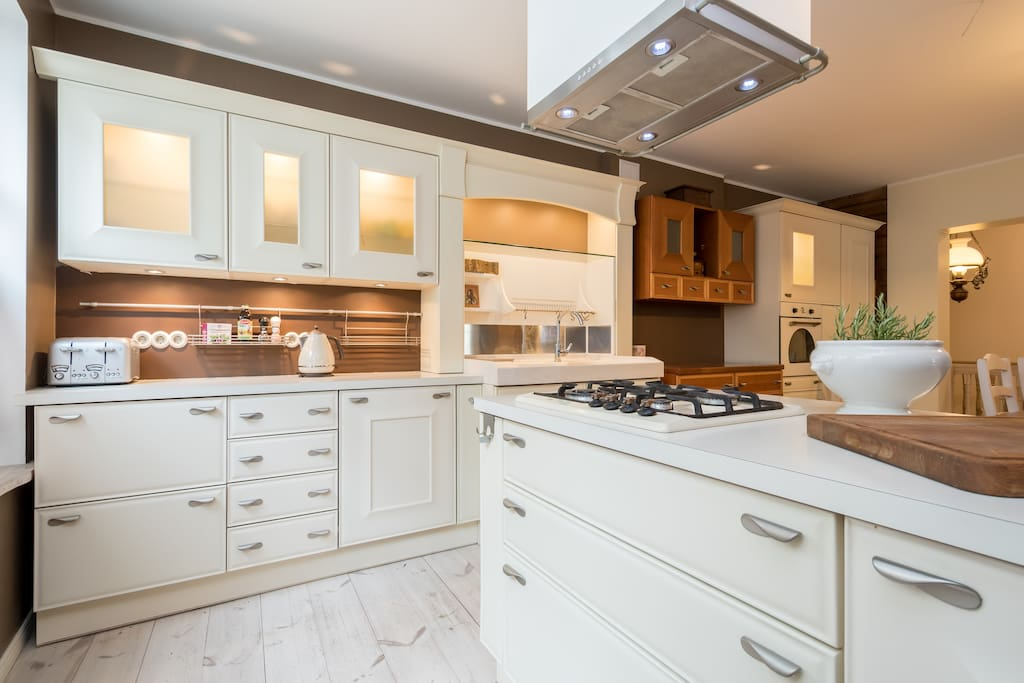 Fully equipped high-quality Italian-style kitchen is the heart of the residence!