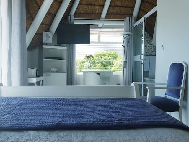Surfer Cabin (bedroom)