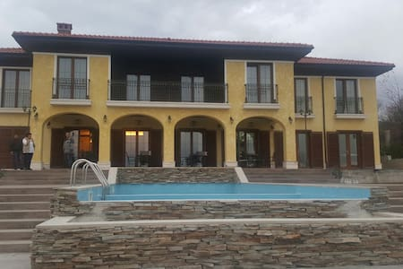Charming villa with outside pool - Добревци - Casa