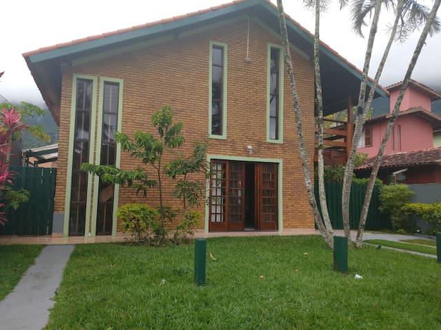Casa á 100 da Praia de Guaeca São Sebastião SP.