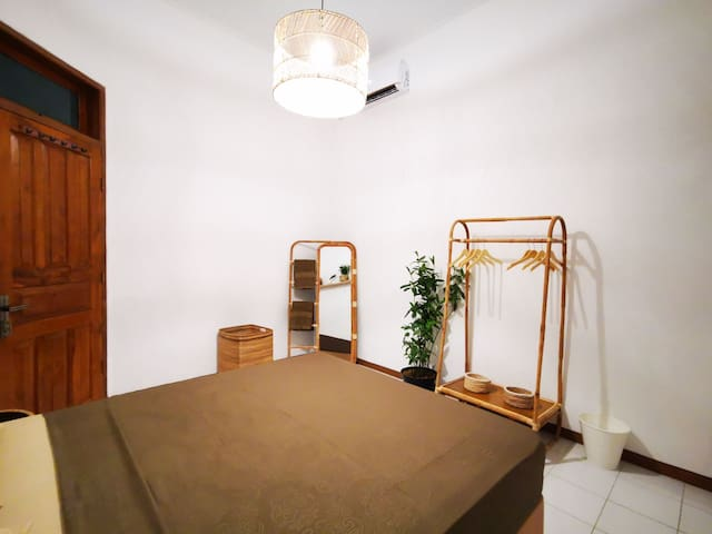 Double Room with AC and Shared Bathroom near Ijen