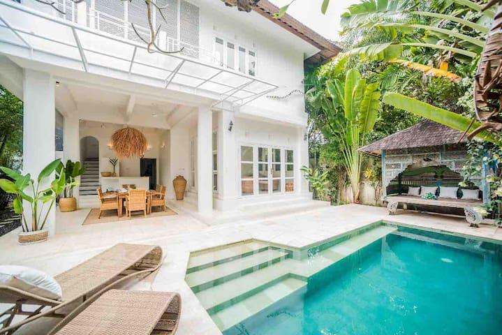 W Villa Seminyak - 3 bedrooms with pool sleeps 7