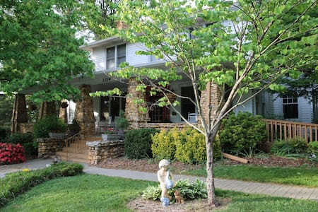 Aunt Adeline's Bed and Breakfast - Hendersonville