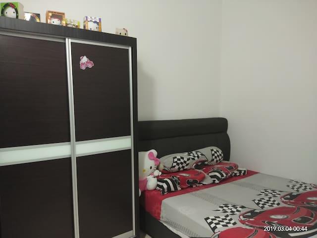 gelang patah cozy room