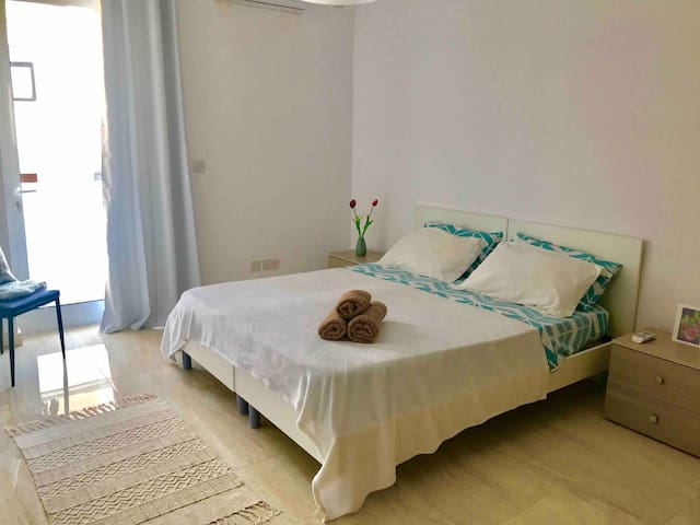 Beautiful room in new flat with balcony in Swatar