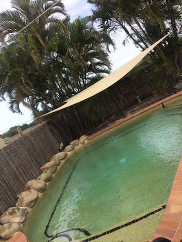 Private Room 2 mins from beach with pool