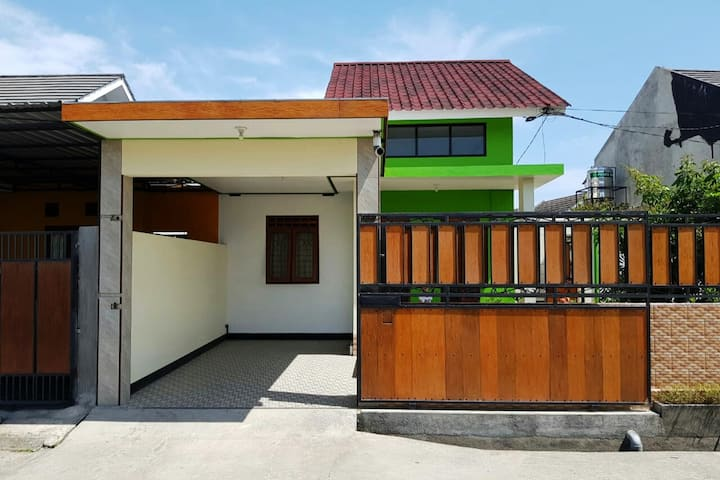 Private House with Outside Area (FREE WIFI)