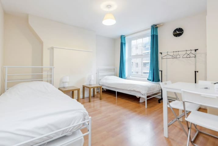 Zone 1 - Stay in Central London (LEI2)