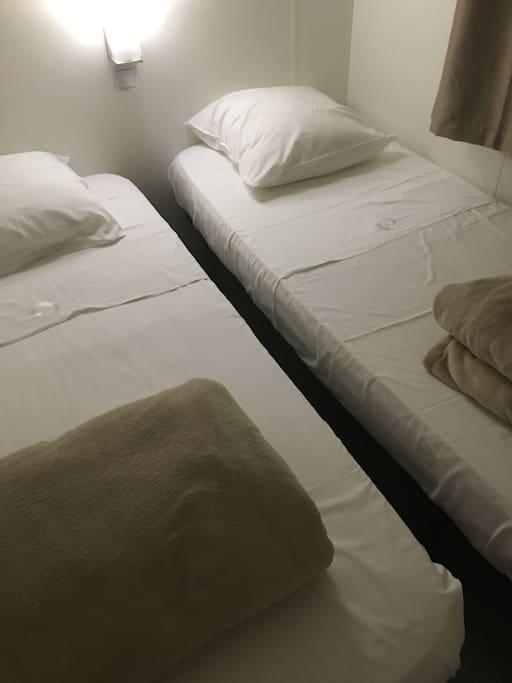 Deux lits jumeaux