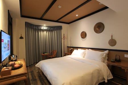 翠鸟庄园,一家专心致志回归自然的民宿,等着志同道合的朋友们,之湖景大床房 - Hangzhou