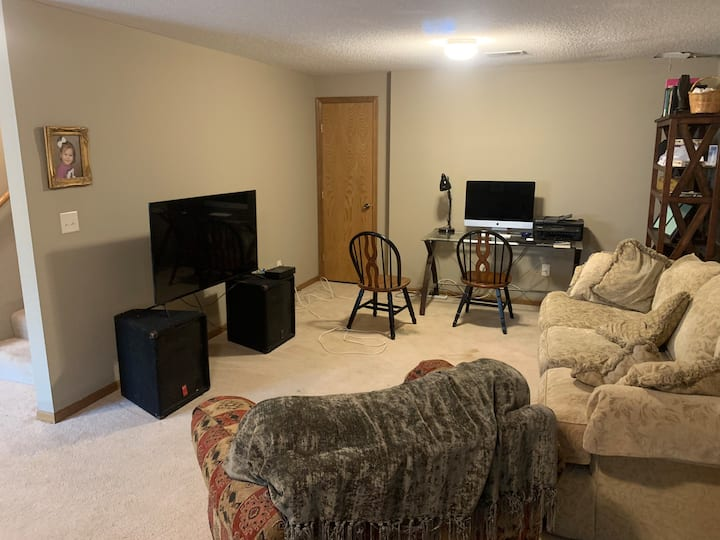 Family Friendly w Garage, washer/dryer, kitchen
