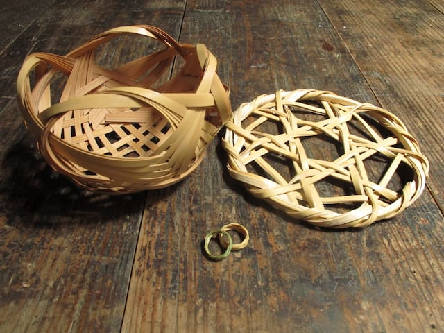 3 different Bamboo work shop with us at the house.  1. hot pot base: 90 min.  3000 yen for one. 2. Basket: 90 min. 3000 yen for one. 3. Ring: 60 min. you can make 2 rings. 1500 yen for one. (Booking from 2 people,  2 weeks in advance is required).