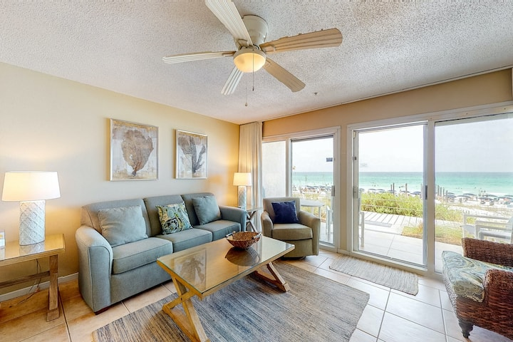 Gorgeous 1st Floor Condo! Gulf Front, Pool, Beach Boardwalk, in Heart of Destin