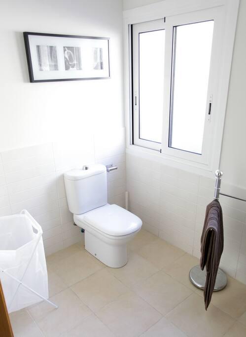 Baño privado para las dos habitaciones