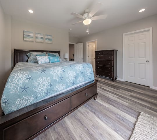Lower Master Bedroom Detail