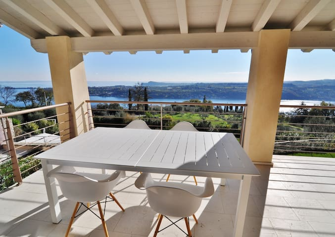 Lake Garda View Apartment with pool - Salò - Квартира