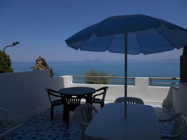 Appartamento con terrazzo sul mare,4 camere,2bagni