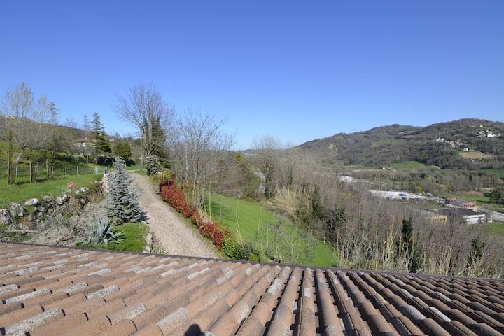 Villa moderna cerca de Montescudo con jacuzzi