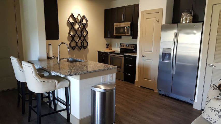 Contemporary One Bedroom Apartment - Pearland - Apartment