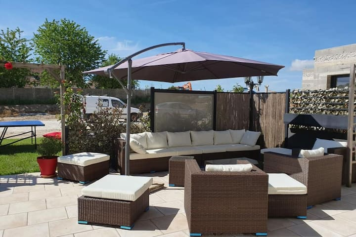 Spacious Holiday Home in Escardes with Jacuzzi