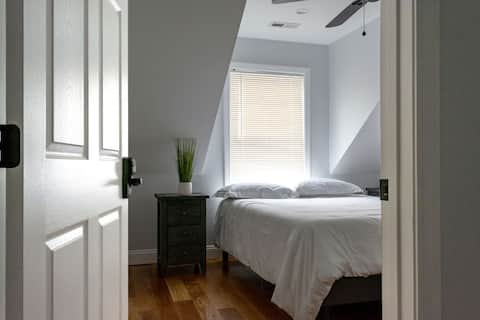 Cozy Room with Queen Bed, near Boston, MA