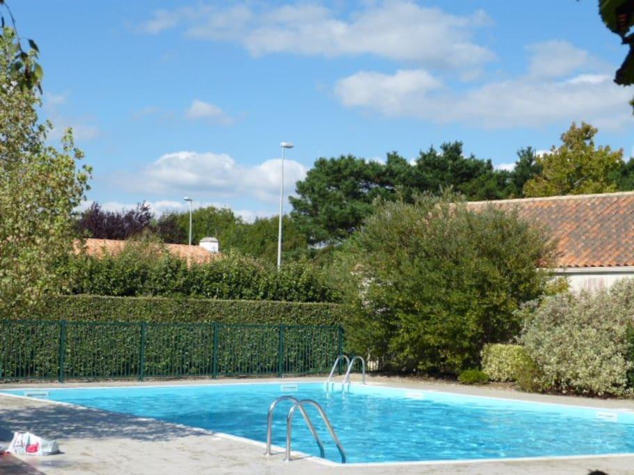 piscine securisee + pateaugoire