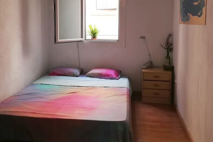SUPER ROOM IN THE RAVAL