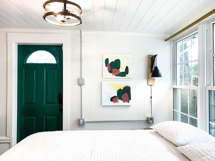 The Green Door Suite w/FREE BIKES
