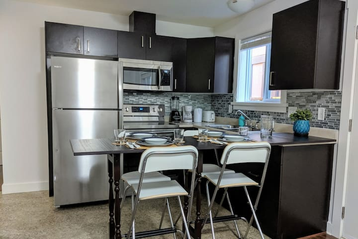 The Neat Place - 2bdrms, kitchen, laundry, parking