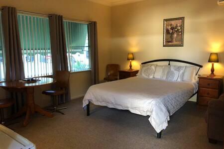 Woodridge Park - Deluxe Room