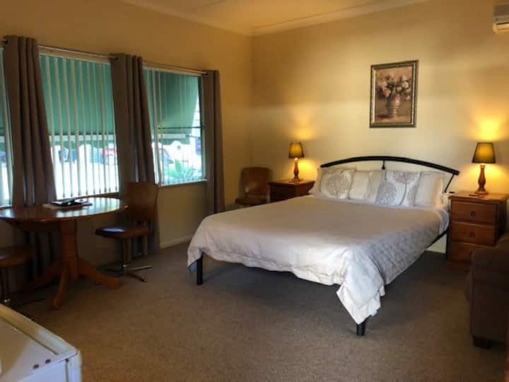 Woodridge Park - Deluxe Room