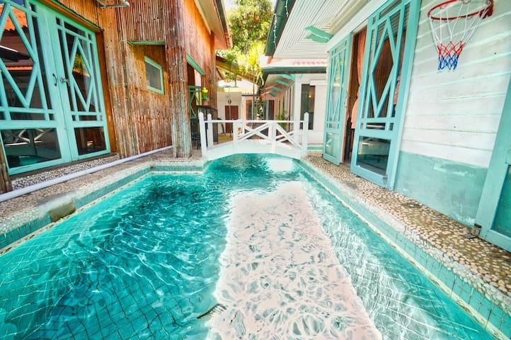 Cozy Private Pool Villa, games big BBQ kitchen!