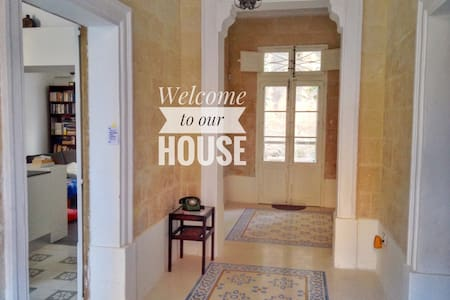 Book now: Charming and central Maltese townhouse - Birkirkara - Casa adossada
