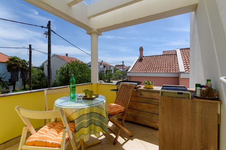 Homely Apartment in Sukošan near Sea