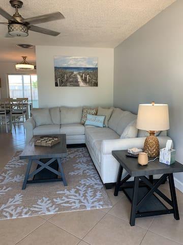 Living room with sleeper sofa (Full Sz)