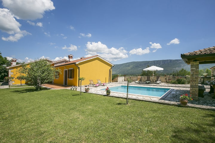 Villa Paola with pool, big garden and view