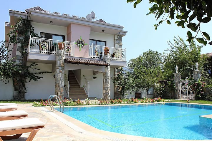 ada villa(Dalyan)merkeze yakın/özel havuz/müstakil