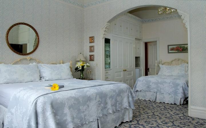 Viola McBride Room-203 - Victorian Inn