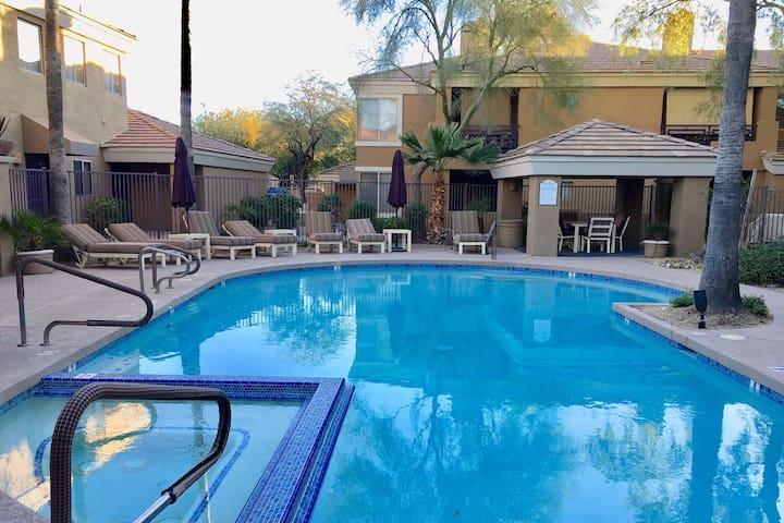 -->The Cozy Cowboy Condo<-- Uptown Phoenix Area