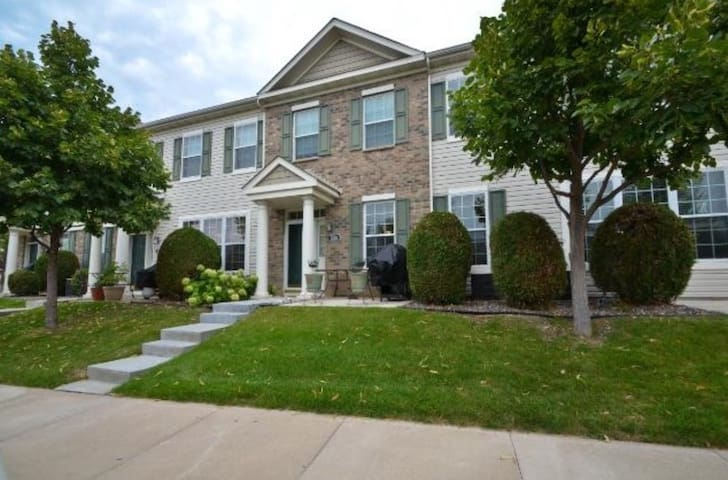 Town home close to Hazeltine! - Chaska